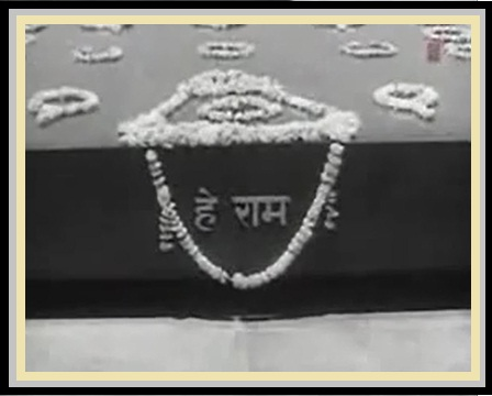 Ab Koi Gulshan Na Ujde, Ab Vatan Aazaad Hai FROM Mujhe Jeene Do (1963)....