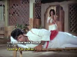 Apani Aankhon Men Basaakar Koi Iqaraar Karun ---Thokar(1974)